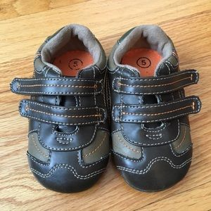 Genuine Baby by OshKosh Brown Velcro Baby Shoes